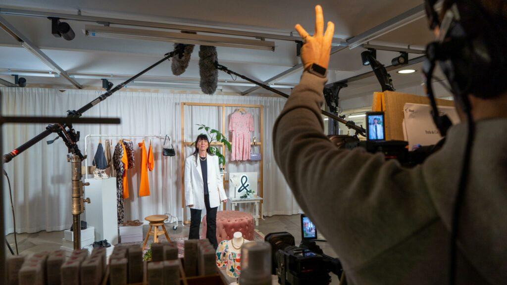 Livestreaming på butiken & other stories för deras shoppingevent