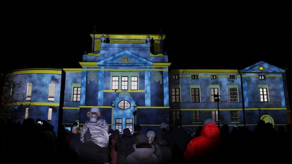 Fasadshow med projektioner på hus
